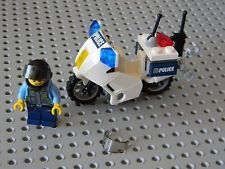 Lego City Police Motorcycle with Policeman minifigure New Condition !!