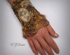 Check out Victorian textile bracelet cuff,Antique Renessance jewelry,Shabby Bracelet cuff Romantique Vintage style.Bronze color.Beaded bracelet on ezdessin