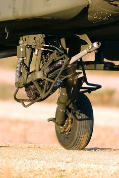 under-mounted gun + landing gear Mechanical Design, Mechanical Engineering, Cyberpunk, Ah 64 Apache, Japanese Architecture, Landscape Architecture, Attack Helicopter, Landing Gear, War Machine