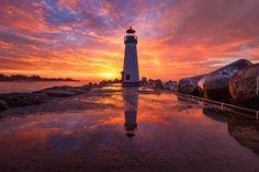 Stany Zjednoczone, Stan Kalifornia, Santa Cruz, Latarnia morska Walton Lighthouse, Wschód Słońca, Kamienie