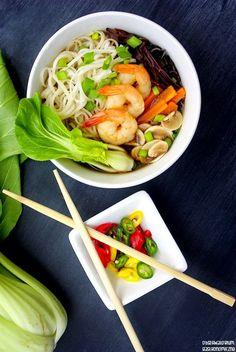 Azjatycka zupa z pak choi i krewetkami Magic Recipe, Chilli, Carrots, Chicken, Meat, Vegetables, Soups, Recipes, Children
