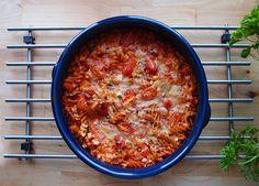 Hassutellen: Maailman helpoin tonnikalapastavuoka Pasta, Food And Drink, Soup, Ethnic Recipes, Drinks, Drinking, Beverages, Drink, Soups