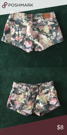 Flower short shorts Tag says 5 but definitely more like a 3 Shorts