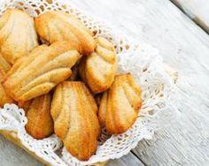 Madeleines légères à l'amande : http://www.fourchette-et-bikini.fr/recettes/recettes-minceur/madeleines-legeres-lamande.html