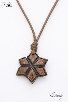 Coconut Star Women Brown Pendant Star by TheBeautyJewelryShop Shell Jewelry, Unique Jewelry, Jewelry Design, Coconut Shell Crafts, Wood Carving Art, Rope Basket, Wooden Jewelry, Shells, Bijoux