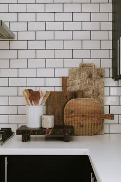 Kitchen Triangle, Ikea Kitchen Cabinets, Kitchen Countertops, Old Vases, Lamp Makeover, Kitchen Layout, Design Kitchen, Kitchen Interior, Rope Basket