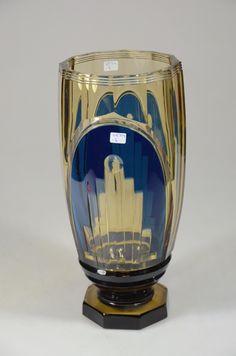 Val St Lambert vase 'Foch'. Joseph Simon 1935. Vase cristal topaze soufflé,,doublé bleu et taillé. Signature VSL à la pastille à l'acide