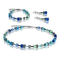 Colour doesn't require courage but zest: necklace close to the neck from the GeoCUBE® collection by Carola Eckrodt. Beaded Jewelry, Beaded Bracelets, Necklaces, Crystal Beads, Crystals, Turquoise Bracelet, 30th, Blue Green, Swarovski