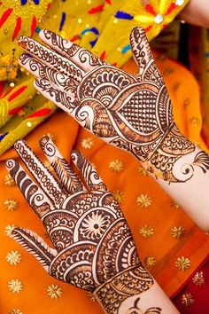 Glitter Mehndi Designs On Hand