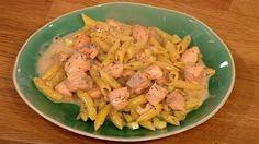 Lemon, courgette and salmon pasta