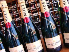 Oslávte svoje leto s vychladeným Champagne Moët & Chandon brut imperial  Nájdete v ponuke e-shopu ...................... www.vinopredaj.sk ....................  #moet #chandon #moetchandon #chmapagne #sampanske #leto #bublinky #brut #imperial #summer #refresh #wine #vino #wein #shop #predajna #inmedio #wineshop