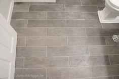 home-decoration-sensational-grey-ceramic-tile-floor-patterns-with-white-freestanding-toilet-also-white-painted-hickory-wood-door-for-old-man-bathroom-decor-alluring-tile-floor-patterns-922x612.jpg (JPEG Image, 922×612 pixels)