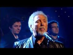 TOM JONES - Green Green Grass Of Home (31 December, 2009) - I don't know how I feel about these old guys (like my age) performing their old songs, but dang, he sounds good.     Tom Jones on Jools Holland Annual Hootenanny (31st December 2009)