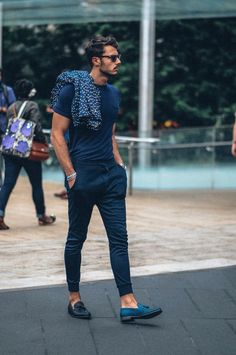 http://chicerman.com  billy-george:  How to pull off the navy summer look. Loving it.  #streetstyleformen