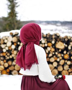 Image may contain 1 person standing child outdoor and closeup moda selvim gmlekli nakl kombin ndigo Arab Girls Hijab, Muslim Girls, Hijabi Girl, Girl Hijab, Beautiful Muslim Women, Beautiful Hijab, Simple Hijab, Muslim Beauty, Islamic Girl