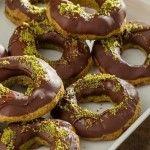 "Refika Birgül'den ""Starbucks'ın Havuçlu Kek"" Tarifi | Tatlılar Chicken Recipes, Recipe Chicken, Pyrex, Ramadan, Pecan, Doughnut, Pumpkin, Dishes, Kfc"