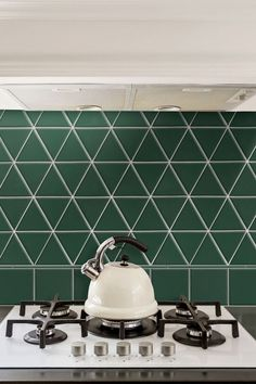 Various shades of verdant green seem to be popping up everywhere, including at the top of the list for most on-trend color. Why? Because it's just so versatile. #greenpaintcolors #homecolorschemes #greenpaintideas #accentwalls #bhg
