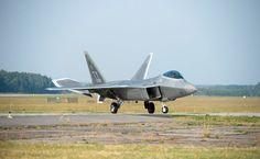 Najlepsze myśliwce świata, F-22 Raptor wylądowały w Polsce, 2015