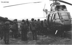 Tropas argentinas embarcando en un Puma