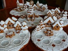 Gingerbread Village, Christmas Gingerbread House, Christmas Treats, Gingerbread Cookies, Fancy Cookies, Vintage Cookies, Christmas Cookies, Ceramic Christmas Decorations, Gingerbread Decorations