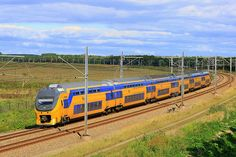 VIRM - (V)erlengde (I)nte(R)egionaal (M)atrieel on the Hanzelijn track. ®Handsein
