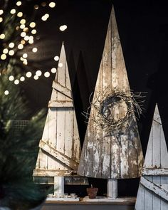 39 Superb Primitive Country Christmas Trees Ideas To Copy Ri.- Cool 39 Superb Primitive Country Christmas Trees Ideas To Copy Right Now. Primitive Country Christmas, Country Christmas Trees, Christmas Wood Crafts, Wood Christmas Tree, Christmas Signs, Outdoor Christmas, Christmas Projects, Winter Christmas, Vintage Christmas