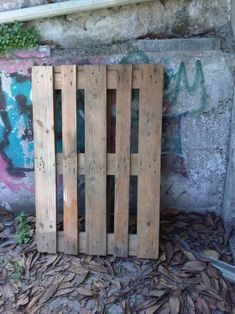 Pallet Coffee Table From Reclaimed Wood: 8 Steps (with Pictures) Wood Pallet Art, Pallet Furniture, Wood 8, Crystal Shelves, French Interior Design, Old Pallets, Pallet Creations, Pallet Shelves, Diy Pallet Projects