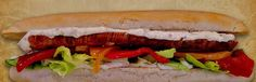 Super Hot Dog (würstel da 150gr) farcito con peperoni arrostiti,cipolle,insalata,salse