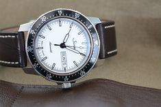 With its white dial, supreme legibility, the Sinn 104 St Sa I W offers a crisp new take on the classic pilot's watch.