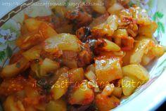 ZUCCHINE AL SUGO  http://blog.giallozafferano.it/saporidicasamia/zucchine-al-sugo/