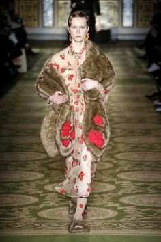 Simone Rocha Ready To Wear Fall Winter 2017 London Live Fashion, New Fashion, Fashion News, Fashion Show, Fall Fashion Trends, Autumn Fashion, Quirky Fashion, Catwalk Fashion, Girls In Love