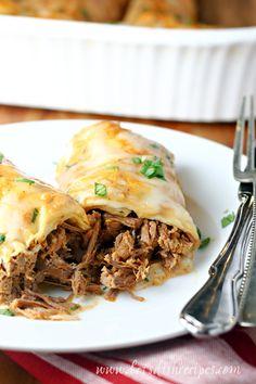 Creamy Chili Colorado Burritos: Traditional chili Colorado gets a creamy twist in this tasty, slow cooked beef burrito recipe. Best Mexican Recipes, Spicy Recipes, Easy Chicken Recipes, Beef Recipes, Mexican Meals, Mexican Dishes, Recipies, Burritos, Beef Burrito Recipe