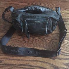 Lululemon pedal pusher purse/bag- black Lululemon pedal pusher bag/purse. Can strap on to bike handle bars. Excellent condition . Black lululemon athletica Bags Crossbody Bags
