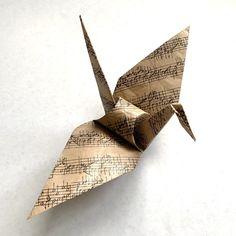 Origami Paper Crane, Origami Yoda, Paper Cranes, Origami Heart, Diy Origami, Origami Garland, Origami Decoration, Paper Room Decor