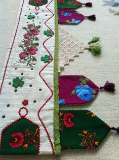 This Pin was discovered by fil Diy Craft Projects, Diy And Crafts, Sewing Projects, Embroidery Patterns, Hand Embroidery, Patchwork Curtains, Quilt Border, Art N Craft, Embroidered Clothes