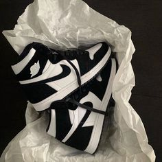 """""""These Jordan are beautiful"""" Sneakers Mode, Sneakers Fashion, Fashion Shoes, Jordan Sneakers, Zapatillas Nike Jordan, Baskets Jordan, Nike Sweat, Jordan Shoes Girls, Nike Air Shoes"""
