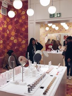 Retail safari: inside the Glossier London pop-up (updated) - DisneyRollerGirl Glossier Pop Up, Pop Up London, Emperors New Clothes, Paint Tubes, Cute Beauty, Experiential, Soft Furnishings, Safari