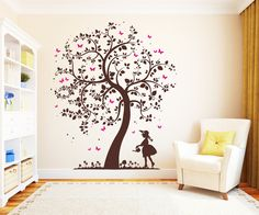Wandtattoo Baum mit Mädchen 2farbig Schmetterlinge von Wandtattoo-Loft auf DaWanda.com
