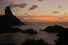 Patrimônio Mundial da Unesco, o arquipélago de Fernando de Noronha é um dos locais mais belos e encantadores do mundo Trekking, Wedding Photography, Celestial, Sunset, Beach, Water, Outdoor, Rainy Season, Destinations