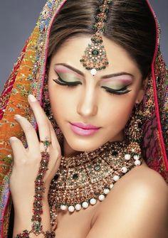 Bridal jewelery...luv the makeup