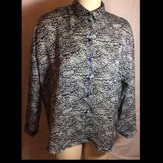 "NWT Topshop Navy Woman's Blouse Size 6 FITS XL NWT Topshop Abstract Navy Woman's Blouse Size 6 FITS XL MSRP $76  Brand new with tags this long sleeve blouse sold out long ago. It is a beautiful navy blue and white in a semi sheer poly with a subtle stripe. It was made in Romania of 100 percent poly but has a silky feel to it. There is 26"" between the shoulders, the bust is 48""measured under arms, sleeves are 17"" long and it 28"" long measured from the bottom of the neck on the back. The front…"