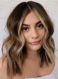 Best Medium Haircuts with Balayage Shades to Sport in 2021 Haircuts For Medium Hair, Girls Short Haircuts, Medium Hair Cuts, Short Hair Cuts, Medium Hair Styles, Long Hair Styles, Long Hair Highlights, Colored Highlights, Red Copper Hair Color