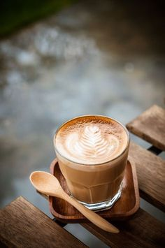 Great ways to make authentic Italian coffee and understand the Italian culture of espresso cappuccino and more! Coffee Latte, Iced Coffee, Coffee Drinks, Coffee Shop, Coffee Cups, Coffee Lovers, Coffee Creamer, Starbucks Coffee, Coffee Maker