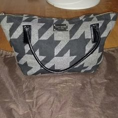 Kate Spade bag Large Kate Spade felt bag with dark grey/black large houndstooth pattern. Second picture is better pic of color contrast. Fun bag that fits everything! Includes dust bag. kate spade Bags Shoulder Bags