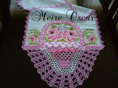 Pano de prato com cesta de crochê e pintura de rosas. <br>Faço na cor desejada. <br>Tecido: Estilotex