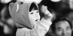 #wattpad #fanfic ♠︎Jungkook no paraba de tener y sentir celos por su bella flor, incluso no lo dejaba  ir al baño solo♥︎  ❥Nisiquiera ir a su casa solo, todas las   clases las tenian juntas, sexo y placer, le esperaban de regreso, Tae era extremadamente hermoso, Jungkook era demasiado guapo.• ❦No era su culpa, lo a...