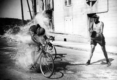 Aldo Ronconi and Maurice Diot get some help cooling off, Tour de France, Velo Retro, Velo Vintage, Vintage Cycles, Vintage Racing, Old Bicycle, Bicycle Race, Old Bikes, Bike Rides, Cycling Art