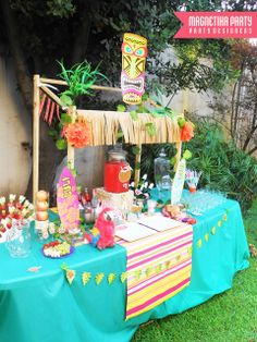 Magnetika Party By Sol Hana H's Birthday / Hawaiian Luau - Luau party para Luli. at Catch My Party Aloha Party, Luau Theme Party, Party Fiesta, Hawaiian Luau Party, Hawaiian Birthday, Tiki Party, Hawaiian Theme, Moana Party, Anniversaire Luau