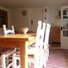 Buon pomeriggio…  Oggi entriamo nello splendido, romanticissimo ed elegantissimo cottage di Tracey, nella campagna inglese, una casa v...