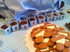 Cute - change to reds - like the mini cookie holders and the gingers are baby gingers